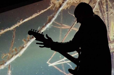 / Johtolat - Animal K / Violaine Lochu : voix et images - Marie-Suzanne de Loye : viole de gambe - Serge Teyssot-Gay : guitare électrique